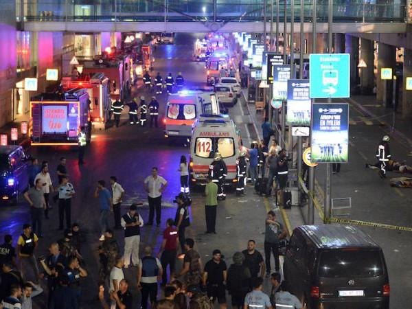 Кадри от терористичния акт на летище Ататюрк в Истанбул